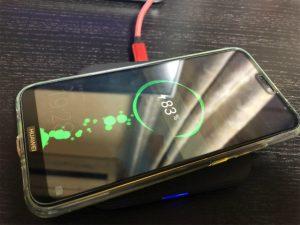 【P20lite】QI非対応のスマホをワイヤレス充電出来るようにする方法